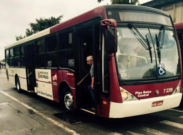 Los buses fueron adquiridos en Brasil y serán utilizados en Mixco, después que el Concejo autorice el sistema prepago y reajuste de tarifas. (Foto Prensa Libre: Neto Bran)