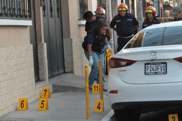 En la zona 2, murió baleado el síndico de la Municipalidad de Cuilapa Santa Rosa, Haroldo Román Gómez Solís. (Foto Prensa Libre: Érick Ávila)