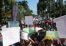 Los manifestantes están en la meta de la tercera etapa. (Foto Prensa Libre: Rolando Miranda)