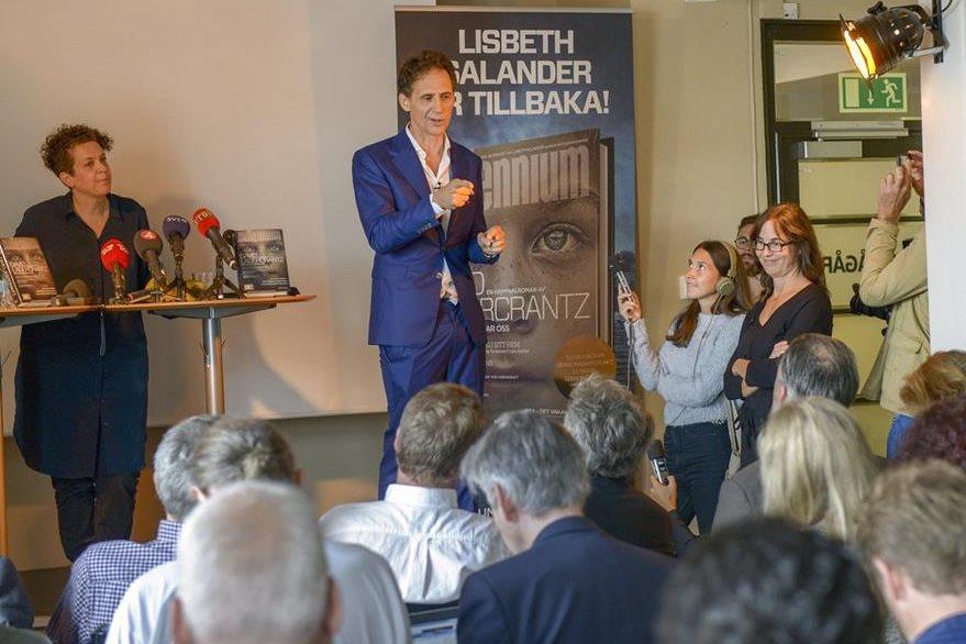 El periodista y escritor sueco David Lagercrantz  ofrece una rueda de prensa durante la presentación de la cuarta entrega de la Saga Millenium. (Foto Prensa Libre: EFE).