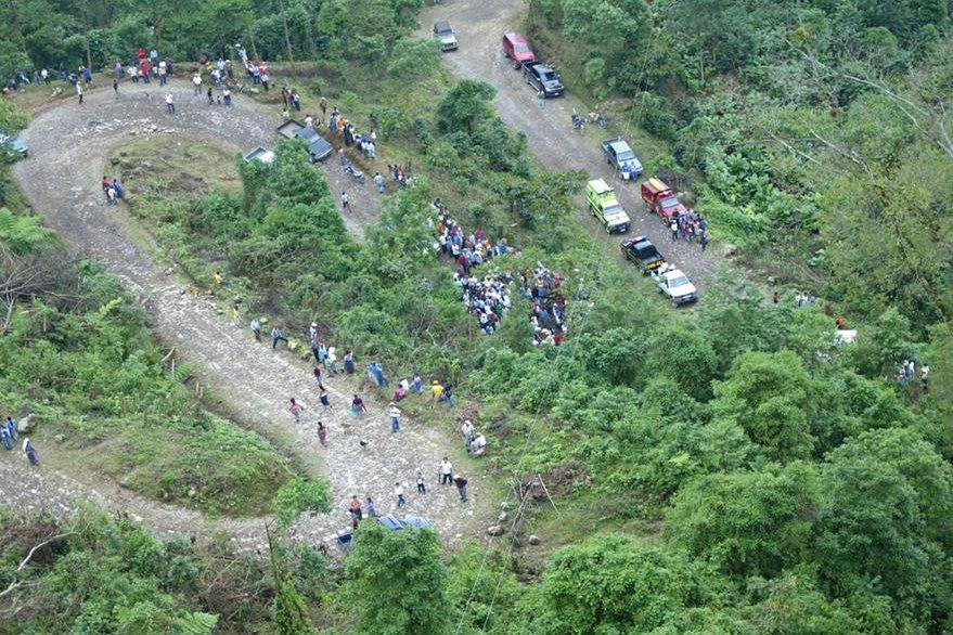 19/10/2006, bus de transportes Rodríguez cae a un barranco en Tajumulco, San Marcos. (Foto: Hemeroteca PL)