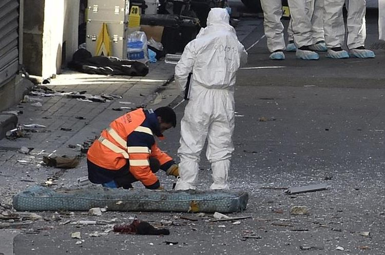 Forensics of the French police are at work in the northern Paris suburb of Saint-Denis, on November 18, 2015, after French Police special forces raided an appartment, hunting those behind the attacks that claimed 129 lives in the French capital five days ago. French police said the assault had concluded on an apartment in northern Paris on Wednesday in which at least two jihadists were killed and seven arrested.     AFP PHOTO / LIONEL BONAVENTURE