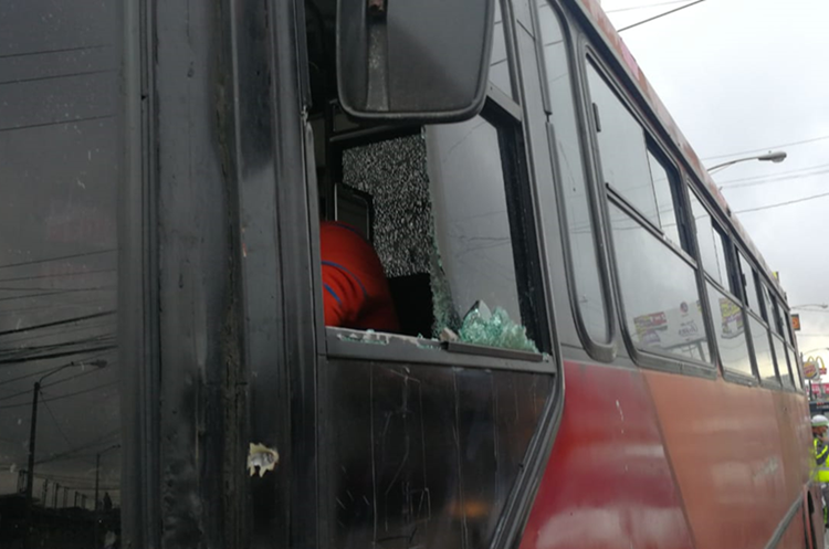 Los sicarios dispararon al piloto. (Foto Prensa Libre: Érick Ávila)