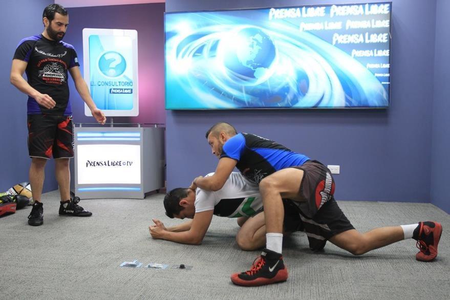 Los ejercicios de control lateral sirven para aprender a utilizar con mayor destreza el  cuerpo y el de la otra persona, ya que todas las técnicas de las MMA regularmente se trabajan con alguien más.