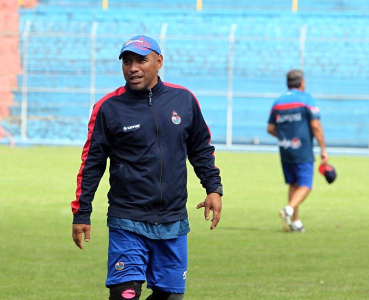 Plata pone fin a un ciclo dentro del club rojo al cual llegó hace más de dos décadas como futbolista. (Foto Prensa Libre: Hemeroteca)