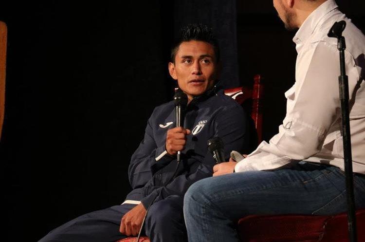 El quetzalteco, José Ixtacuy, también participó en las conferencias donde dio a conocer cómo forjó su exitosa carrera deportiva. (Foto Prensa Libre: Raúl Juárez)