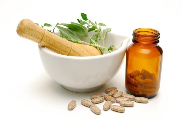 Los expertos en medicina natural aseguran que se pueden prevenir resfriados o gripes con ciertas hierbas y mezclas (Foto Prensa Libre: Hemeroteca PL)