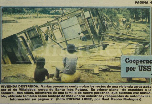 En la portada de Prensa Libre del 28 de octubre de 1988 se destacaba el desastre provocado por el río platanitos en la población de Santa Inés Petapa. (Foto: Hemeroteca PL)