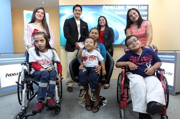 Niños embajadores de la Teletón visitan la redacción de Prensa Libre. (Foto Prensa Libre: Hemeroteca PL)