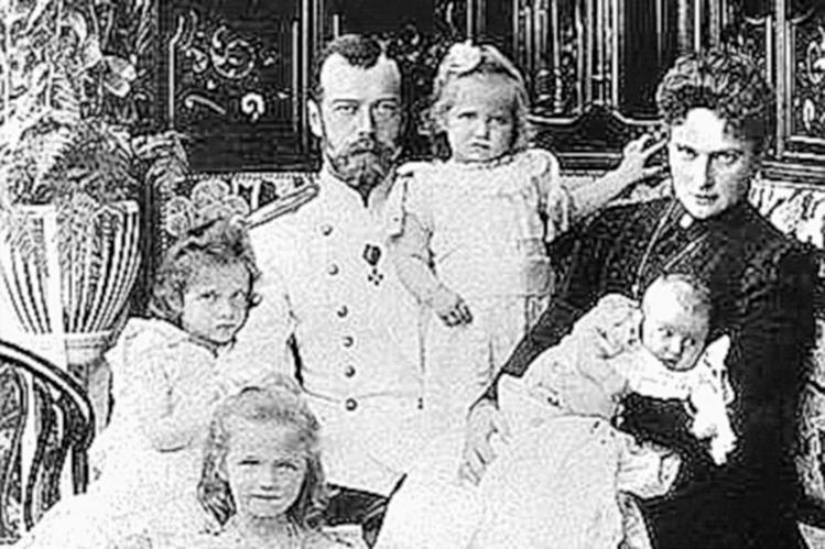 El zar Nicolás II y su familia, en 1911. (Foto: Hemeroteca PL)