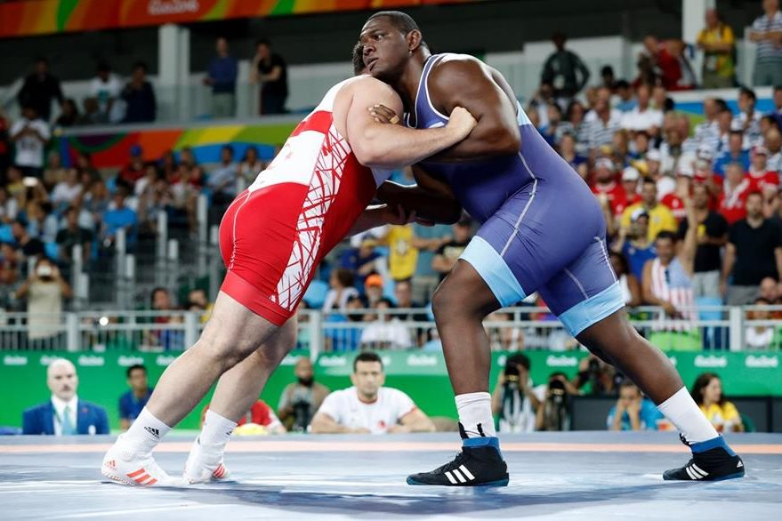 Mijaín López derrotó al turcó Riza Kayaalp en la categoría de 130kg. (Foto Prensa Libre: AFP)