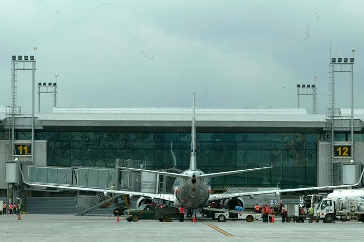 El aeropuerto La Aurora mantendrá su categoría luego de la evaluación de la OACI. (Foto Prensa Libre: Hemeroteca PL)