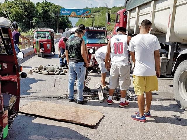 El puente Chetumal y tres más en la ruta al Atlántico tienen daños. (Foto Prensa Libre: Hemeroteca PL)