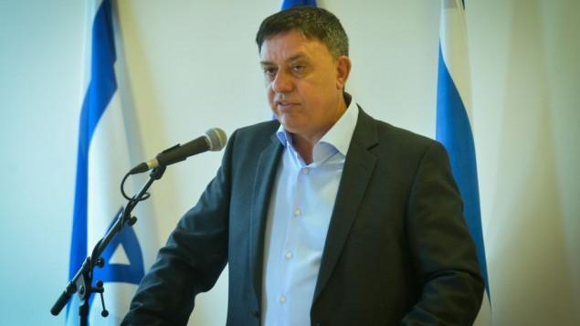 Avi Gabai, ministro de Medioambiente anucia su dimición.