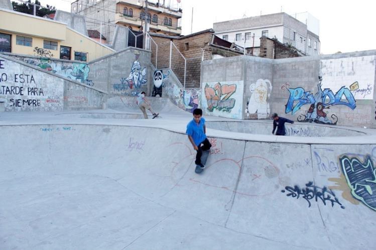 Los skaters consideran que son unidos y se preocupan unos por otros. (Foto Prensa Libre: María José Longo)