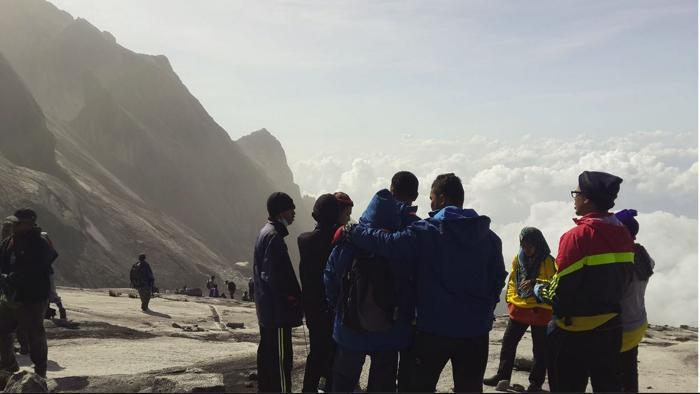 Monte Kinabalu donde quedaron atrapados los montañistas por el movimiento telúrico. (Foto Prensa Libre: Facebook/Charlene Dmp).