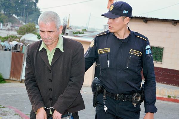 Carlos Enrique Muñoz Quiñónez fue detenido en el cantón Chichimuch, Santa Lucia Utatlán, Sololá. (Foto Prensa Libre: Édgar Sáenz)