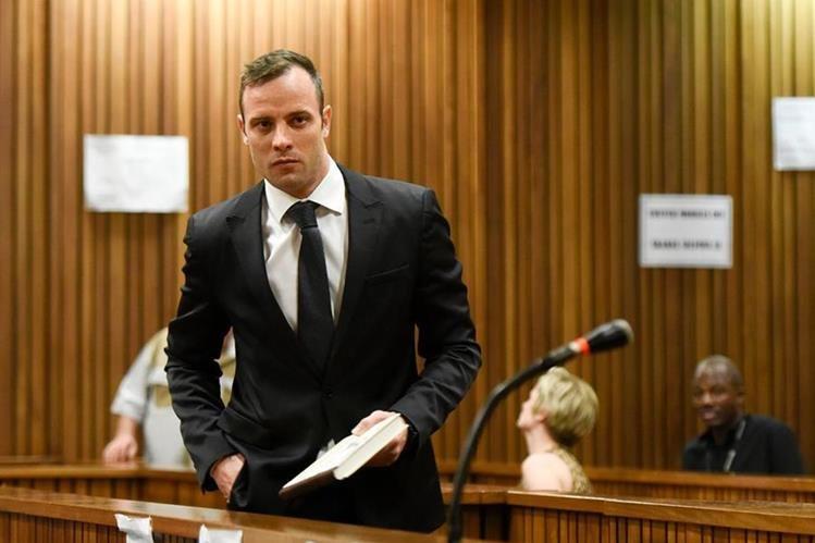 El campeón paralímpico sudafricano Oscar Pistorius mató a su novia en el 2013. (Foto Prensa Libre: AFP).