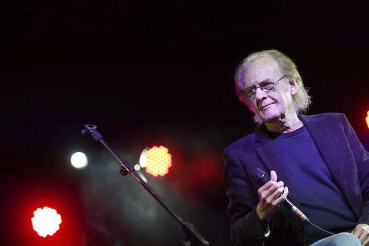 El tour Gira Luna con el que Aute festeja sus 50 años de carrera fue suspendido. (Foto Prensa Libre: EFE)