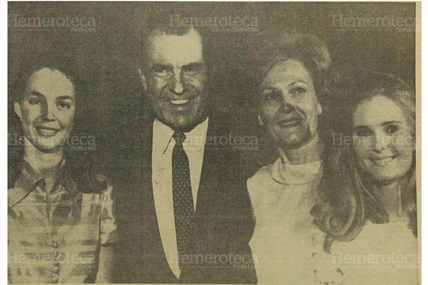 Nixon, son su esposa Pat y sus hijas Julie y Patricia. (Foto: Hemeroteca PL)