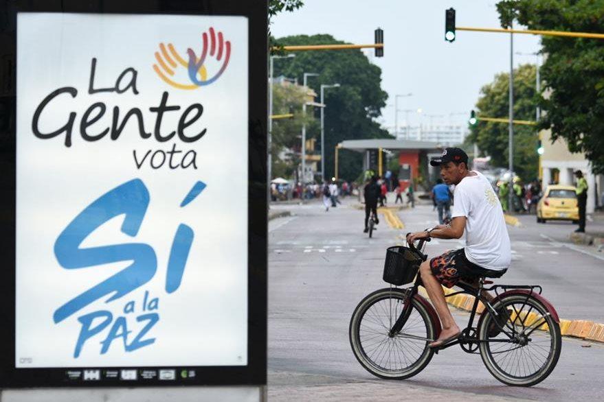 """Un anuncio promueve el voto por el """"Sí"""" en el plebiscito que se celebrará el 2 de octubre. (Foto Prensa Libre: AFP)."""