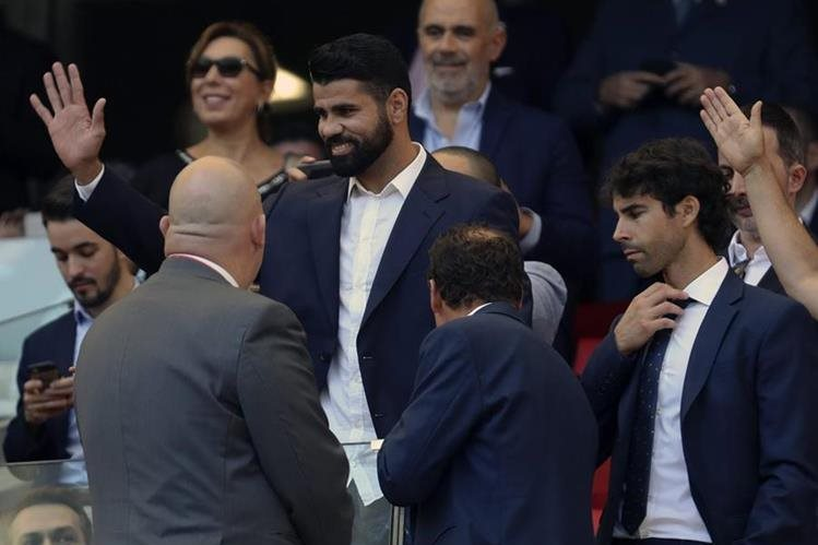 Diego Costa estuvo presente el sábado en el juego del Atlético frente al Sevilla en el Wanda Metropolitano. (Foto Prensa Libre: EFE)