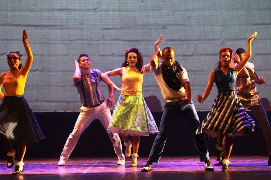 El musical tiene un total de 16 coreografías, con igual número de canciones interpretadas en vivo por los actores. (Foto Prensa Libre: Álvaro Interiano)
