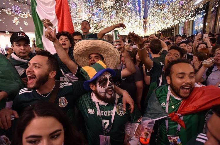Miles de mexicanos han acudido a Rusia para a apoyar a su selección. (Foto Prensa Libre: AFP)