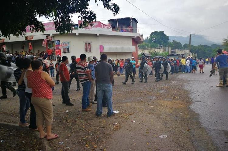 El ambiente es tenso en Casillas, Santa Rosa, por descontento con la minera San Rafael. (Foto Prensa Libre: José Manuel Patzán)