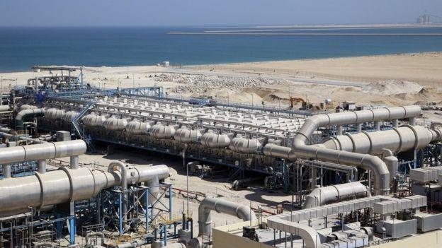 La planta de Ras Al-Khair, en Arabia Saudita, es la mayor del mundo. La desalinización necesita mucha energía y las mayores plantas están en países con abundantes recursos energéticos. POYRY SWITZERLAND