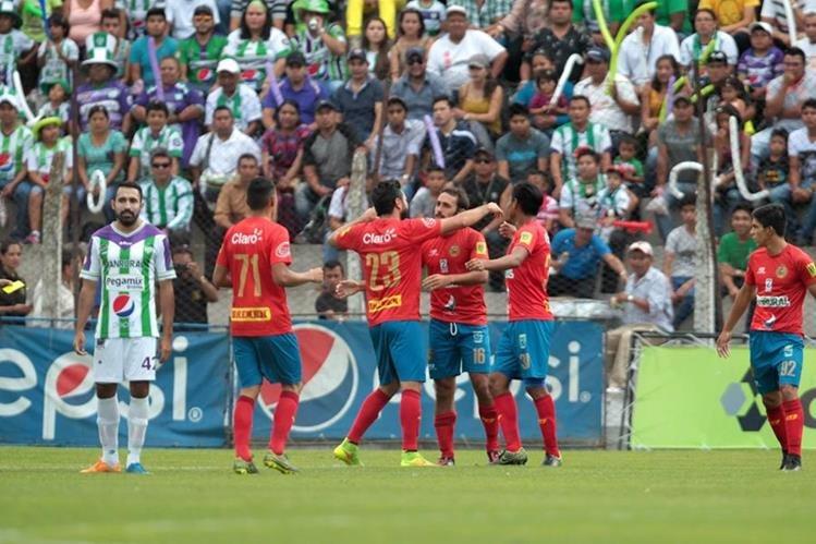 Municipal consiguió un gran triunfo en el Estadio Pensativo. (Foto Prensa Libre: Norvin Mendoza)