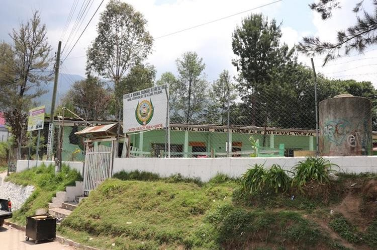 Escuela Normal Bilingüe Intercultural del cantón n Xolacul, Nebaj, Quiché, que ganó el pulso legal al Mineduc. (Foto Prensa Libre: Héctor Cordero)
