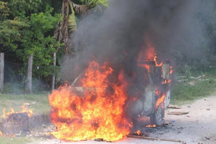 Enfrentamiento entre fuerzas de seguridad y campesinos comunidad La Pasadita, en San Andrés, Petén. (Foto Prensa Libre: Hemeroteca PL)