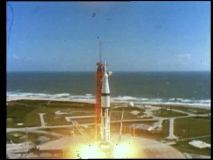 Momento en que despega la nave espacial Apolo 8 que estaría tres días en el espacio. (Foto: Internet).