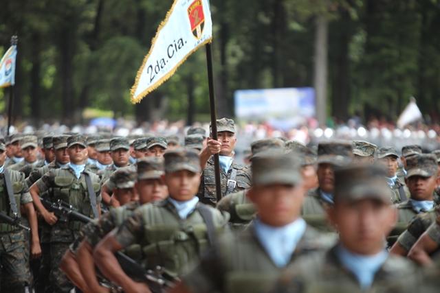 En 2016, el patrullaje combinado entre el Ejército y la PNC costaba al Estado Q202 millones. (Foto Prensa Libre: Hemeroteca PL)