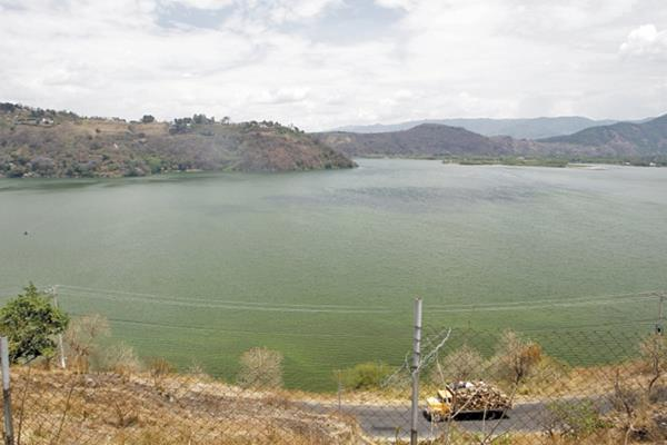 El Campamento se encuentra a la orilla del Lago de Amatitlán.