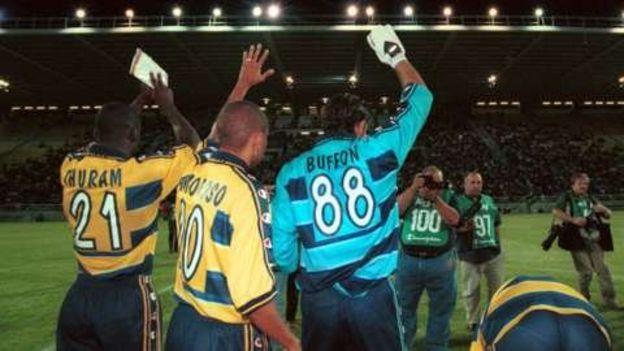 Gianluigi Buffon con el número 88 a la espalda cuando jugaba en el Parma de Italia. (Getty Images)