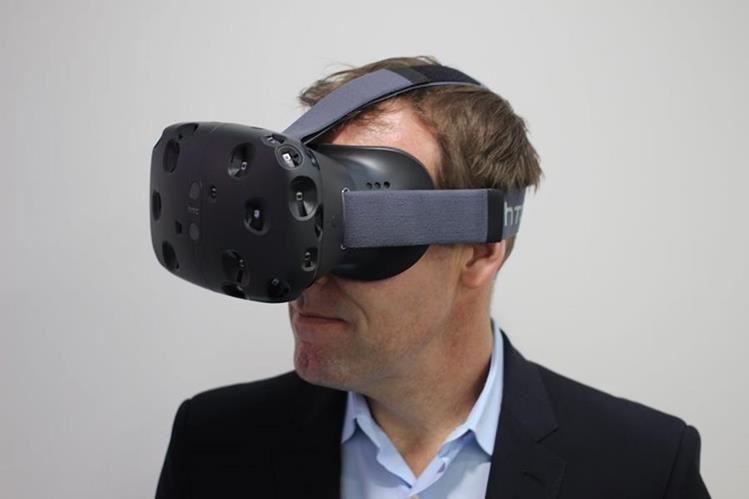 Una pantalla oled proyecta imágenes en 3D al usuario. (Foto: Hemeroteca PL).