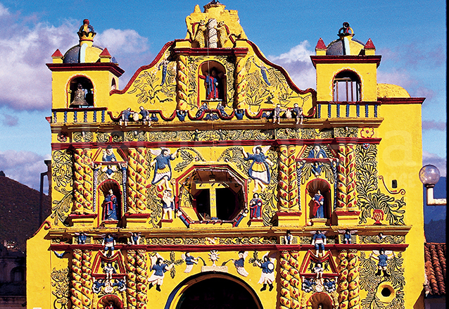 La iglesia de San Andrés Xecul es una mezcla entre el Barroco y el arte popular. (Foto: Hemeroteca PL)