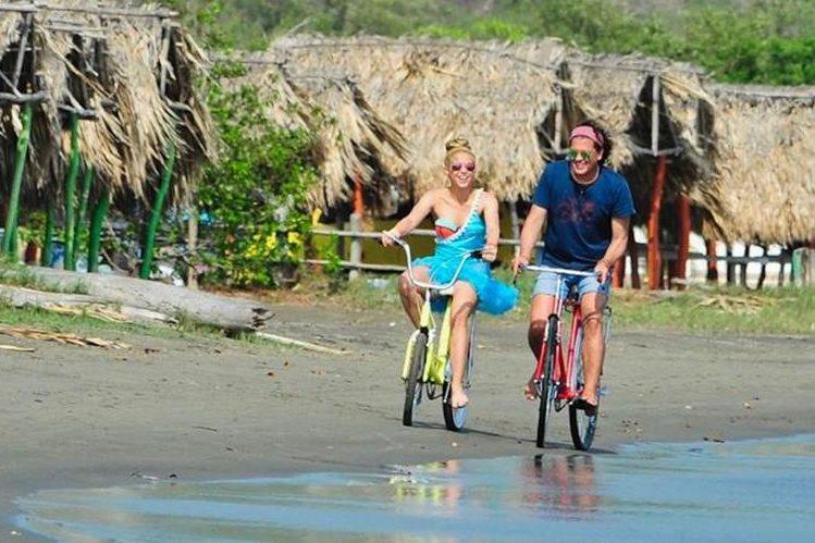 Shakira y Carlos Vives han sido demandados por el cantante cubano Livan Rafael Castellanos.