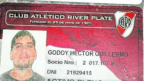 """Este es el carné de socio de River Plate de Héctor Godoy, líder de la barra brava """"Los Borrachos del Tablón"""". (Foto Prensa Libre: Redes sociales)"""