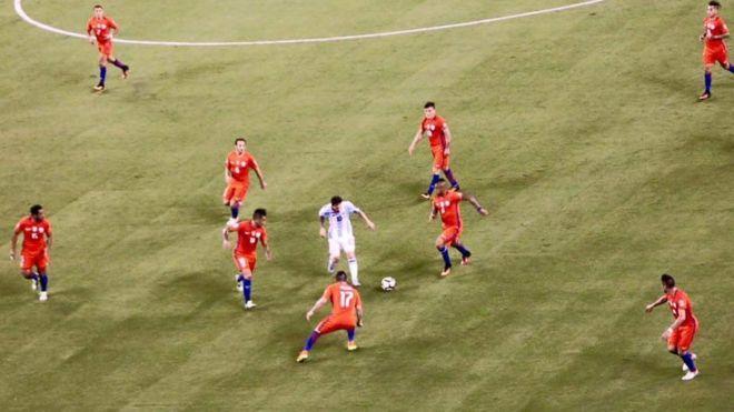 Claudio Rodríguez dijo a La Nación que tenía varias imágenes similares, en las que se ve a Messi Solo. (Claudio Rodríguez)