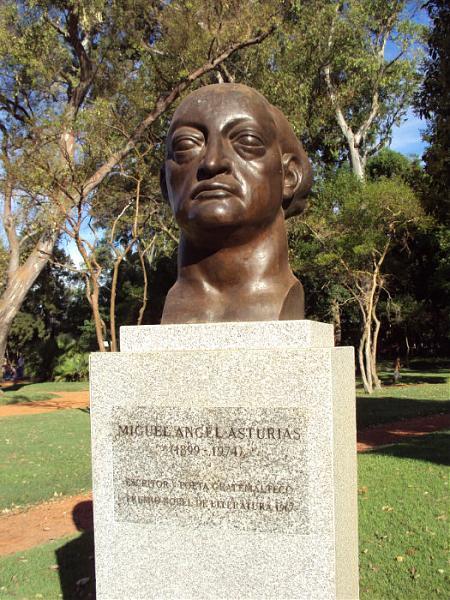 Monumento a Miguel Ángel Asturias, en Buenos Aires, Argentina.