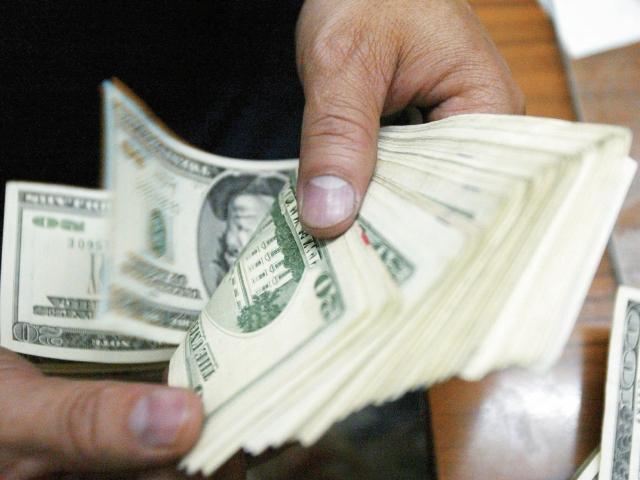 Banguat dice que las divisas por remesas crecerán entre 10 y 14% en 2016. (Foto Prensa Libre: Hemeroteca PL)