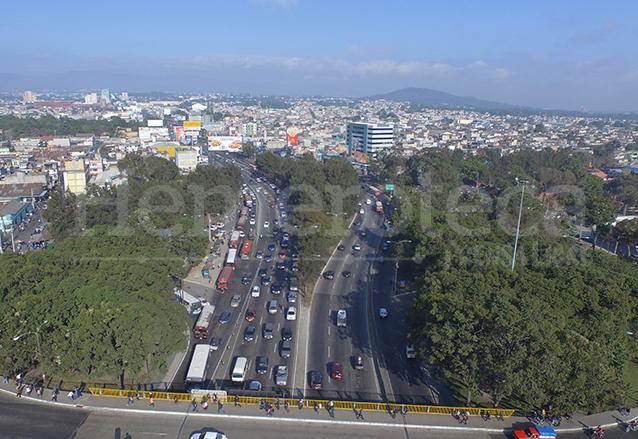 Vista de las calzadas Roosevelt y San Juan en la zona 11. (Foto: Hemeroteca PL)