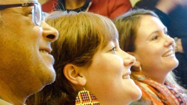 El bautismo civil es un servicio que ofrecen de forma voluntaria algunos ayuntamientos a sus vecinos y, al igual que los bautismos religiosos, carece de validez jurídica en Francia. Su valor es fundamentalmente simbólico.  LILA MESS