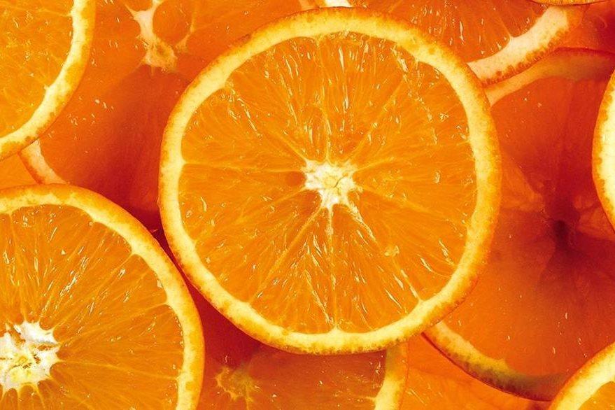 El jugo de naranja es rico en citratos, lo cual puede prevenir la formación de piedras en el riñón.
