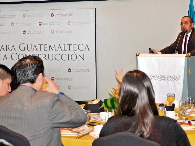 Juan Francisco Solórzano Foppa participó ayer en la reunión mensual de socios de la Cámara Guatemalteca de la Construcción.
