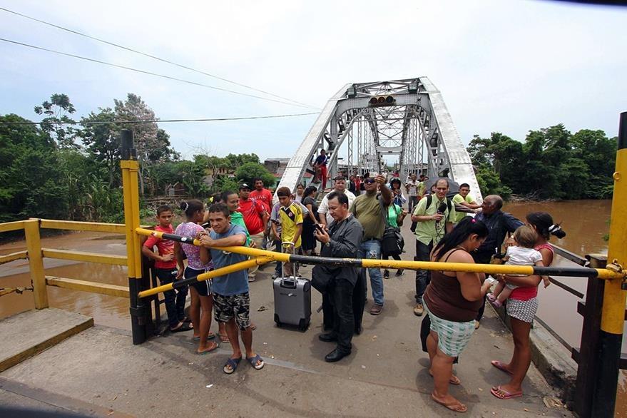 Caracas y Bogotá entraron en crisis luego de que Maduro resolvió el 20 de agosto el cierre de algunos pasos fronterizos en el estado de Táchira. (Foto Prensa Libre: AFP).