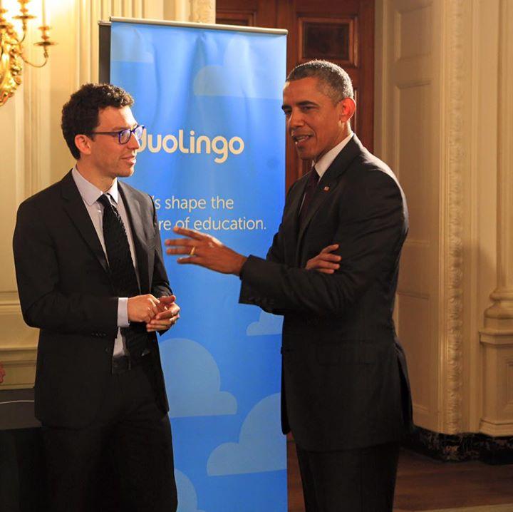 Luis Von Ahn -Izq-, junto al presidente Barack Obama durante su visita a la Casa Blanca. (Foto Prensa Libre: Tomada de Facebook.com/duolingo)
